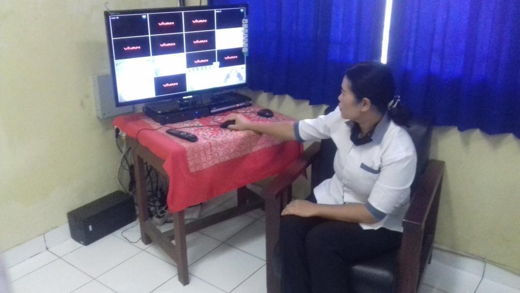 Pemasangan CCTV di Ruang Kelas dan Lingkungan Sekolah SMK Yadika Natar untuk Memastikan Warga Sekolah Terbebas Dari Tindakan Kekerasan Berbasis Gender